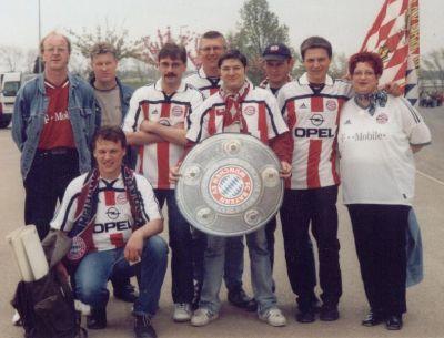 Gruppenfoto der Maanzer Bullen in Radkappenhausen