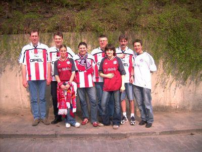 Gruppenfoto der Maanzer Bullen nach dem Spiel gegen Hannover 96