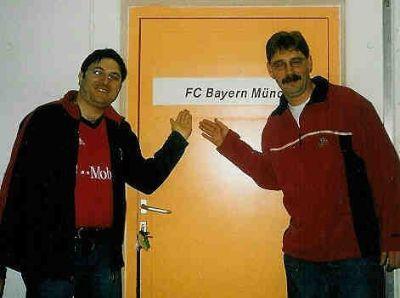 Enrico Fölsch und Kai Wichert vor der Mannschaftskabine